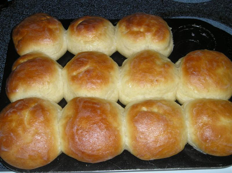 Delicious From Scratch Dinner Rolls | newlifeonahomestead.com