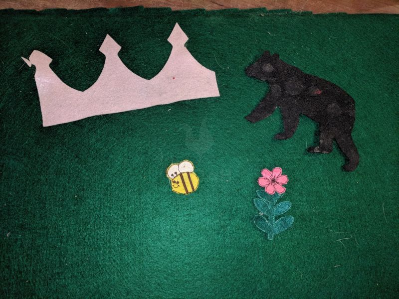 feltboard with felt figurines on it